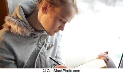 piękny, daydreaming., jej, dziennik, młody, pisanie, ...