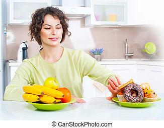 piękny, dieting, kobieta, concept., między, młody, słodycze, wybierając, owoce