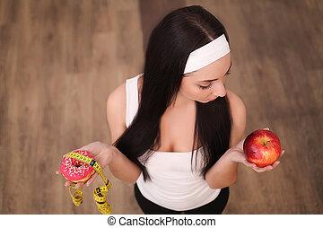 piękny, dieting, kobieta, zdrowy, concept., między, młody, jadło., słodycze, diet., wybierając, owoce