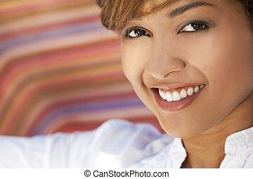 piękny, doskonały, kobieta, prąd, zęby, mieszany, uśmiech