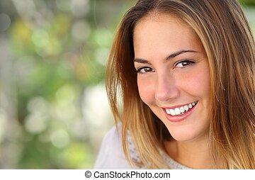 piękny, doskonały, kobieta, wybielić, uśmiech