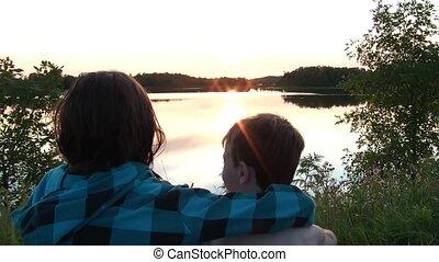 piękny, dzieciaki, na, pilnowanie, jezioro, razem, zachód...