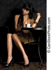 piękny, dziewczyna, kawiarnia, posiedzenie