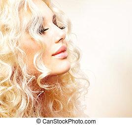 piękny, dziewczyna, z, kędzierzawy, blond włos