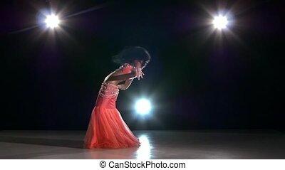 piękny, egzotyczny, powoli taniec, taniec, nazad lekki, ruch, kontynuować, brzuch, czarnoskóry, danser dziewczyny