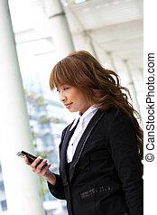 piękny, gmach, kobieta handlowa, nowoczesny, telefon