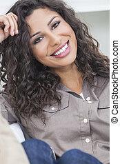 piękny, hispanic, uśmiechnięta kobieta, szczęśliwy