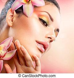 piękny, jej, twarz, dotykanie, zdrój, dziewczyna, kwiaty, storczyk