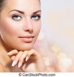piękny, kobieta, jej, piękno, twarz, dotykanie, portret,...