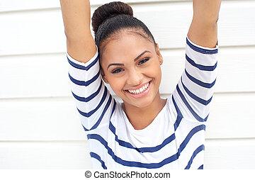 piękny, młoda kobieta, uśmiechanie się, z, herb podniesiony
