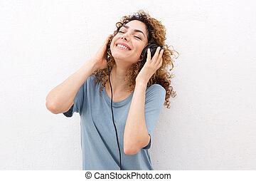 piękny, młoda kobieta, uśmiechanie się, z, słuchawki