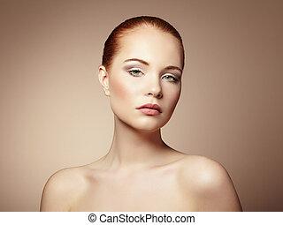 piękny, młoda kobieta, z, jasny, charakteryzacja, i, manicure