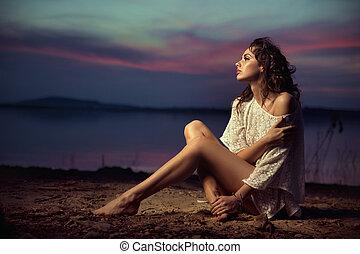piękny, młody, sexy, fason modelują, przez, przedimek określony przed rzeczownikami, morze