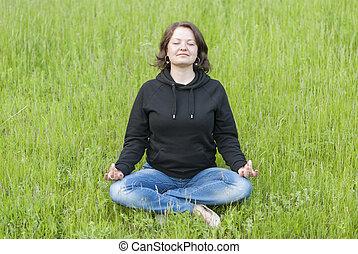 piękny, medytacja, młody, park., zielony, dziewczyna, trawa