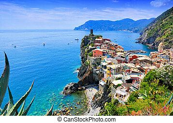 piękny, miasto, vernazza, terre, antena, niewidzenie, italy., piątka, błękitny, sea., wieś, prospekt