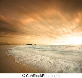 piękny, podczas, plaża, zachód słońca