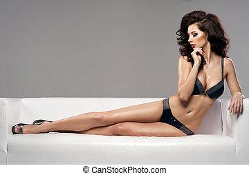 piękny, powabny, młoda kobieta, w, sexy lingerie