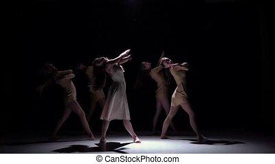 piękny, powoli taniec, nowoczesny, dziewczyny, rówieśnik, taniec, ruch, kontynuować, piątka, czarnoskóry, cień