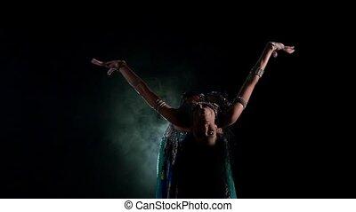 piękny, powoli taniec, tancerz, ruch, młody, dym, czarnoskóry, brzuch, początkowy