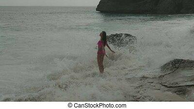 piękny, różowy, bikini, kobieta, plaża
