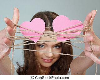 piękny, różowy, jej, zawiera, dwa ręki, serca, dziewczyna