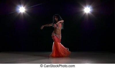 piękny, różowy, powolny, strój, taniec, nazad lekki, ruch, brzuch, czarnoskóry, dziewczyna