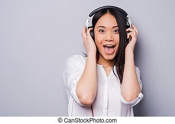 piękny, reputacja, song., miłość, dzierżawa, to, słuchawki, szary, przeciw, młode przeglądnięcie, znowu, aparat fotograficzny, asian, tło, siła robocza