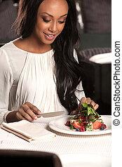 piękny, restaurant., kobieta jedzenie, schodzenie, ...
