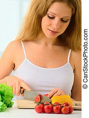 piękny, sałata, młody, gospodyni, kobieta, obiad, przygotowując, roślina, dom kuchnia