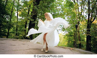 piękny, samica, przędzenie, panna młoda, strój, powolny ruch