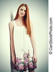 piękny, samica, w, bez rękawów, kwiat, druk, letni strój
