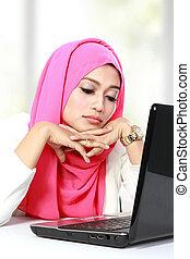 piękny, siła, kobieta, laptop, młody, asian, używając