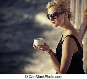 piękny, spoczynek, kawa, kobieta, filiżanka, dziewczyna