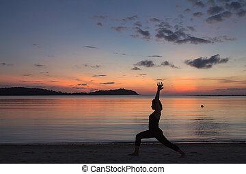 piękny, sylwetka, poza, pchnięcie, plaża, yoga, dziewczyna,...