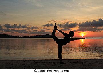 piękny, sylwetka, taniec poza, plaża, yoga, dziewczyna,...