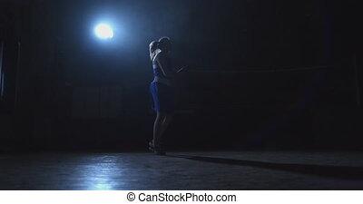 piękny, trening, kobieta, młody, związać, bokser, skokowy, hala