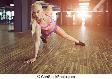 piękny, trening, kobieta, sportowy, sala gimnastyczna, silny