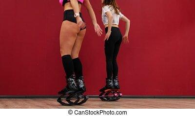piękny, trening, mięśnie, udo, kuca, ściana, kroki, tło,...