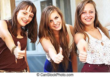 piękny, udzielanie, dziewczyny, do góry, kciuki, student, uśmiechanie się
