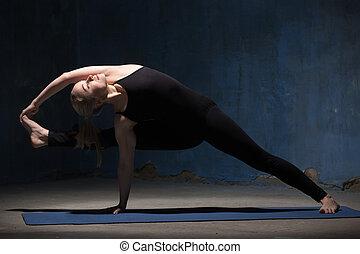 piękny, yoga, kobieta, czyn, visvamitrasana, poza