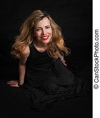 piękny, zmysłowość, kobieta, w, czarny strój, przedstawianie