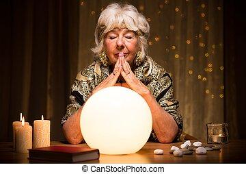piłka, kryształ, przyszłość, przepowiadając