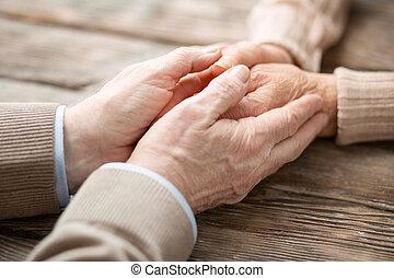 piacevole, invecchiato, uomo, mani