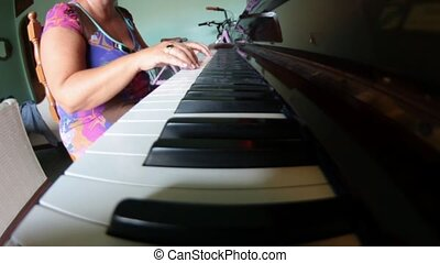 pianist - piano lesson for beginner