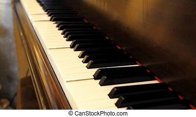 piano keys autoplay song