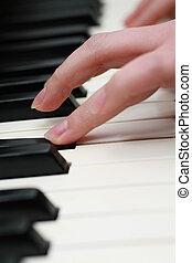 piano, spielt