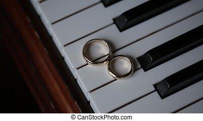 Piano Wedding Rings macro closeup shoot diamon Jewellery -...