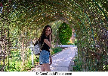 piante, camminare, parco, allegro, verde, ritratto, ragazza sorridente