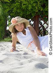 piasek, kobieta, kapelusz, biały, leżący