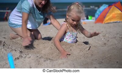 piasek, mały, zabawa, głęboki, dziewczyna, macierz, mieć, ...